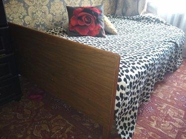 Продаю деревянную кровать с матрацом. полуторка 1200*1900 в Бишкек