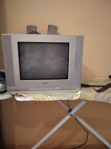 Televizoru satıram 40 AZN hər şeyi işləyir pult yoxdur ama pula