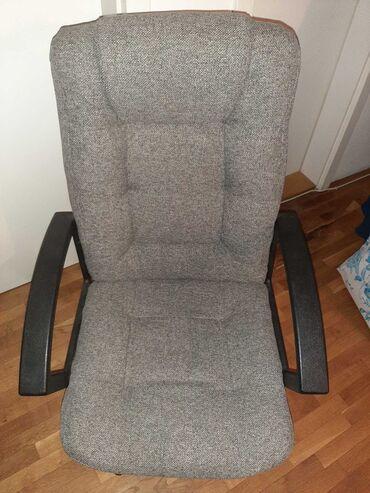 Kancelarijska fotelja reparirana -zamenjen gasni amortizer sedište i