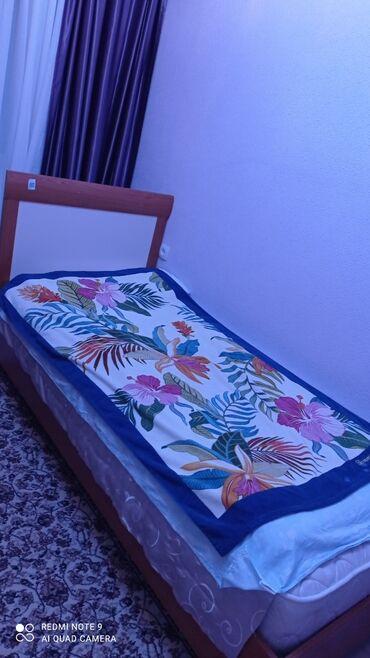 Продаю стол для учебы и кровать в хорошем состоянии турецкая