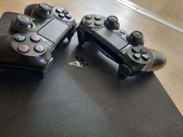 HITNO!!! Playstation 4 u odličnom stanju. Od igrica fifa 20, gta 5
