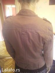 Braon jaknica sa dosta detalja u vidu rajsferslusa, postavljena. .. - Zrenjanin