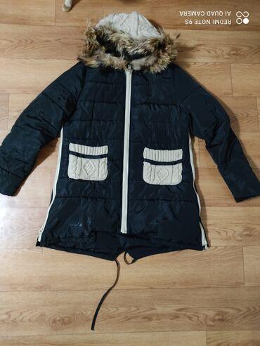 Зимняя куртка.классно сидитпо бокам замки.Капюшон и карманы