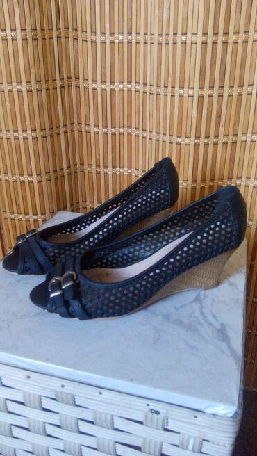 Личные вещи - Кунтуу: Продам женскую разную кожаную обувь.цена 3000 сом за пару