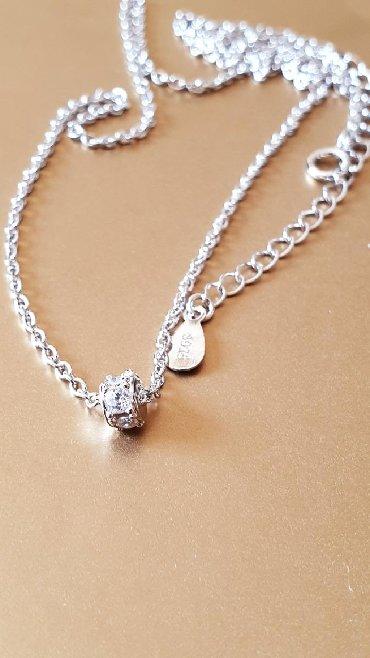 Ogrlica, srebro 925, sa veoma malim, jedva uočljivim priveskom sa