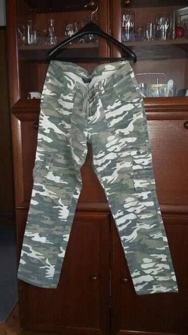 Maskirne trenerke - Srbija: Maskirne moderne made in vijetnam pantalone.velicina 30