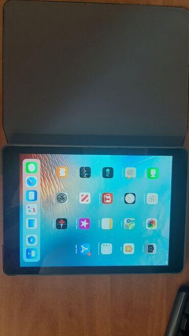 ipad air a1475 в Кыргызстан: Продаю ipad airНа 32 гб, есть трешина по середине экрана.Есть чехол