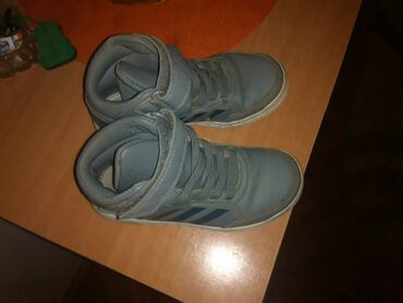 Dečije Cipele i Čizme - Jagodina: Adidas sive duboke patike nosene jednu sezonu. ocuvane potrebno je