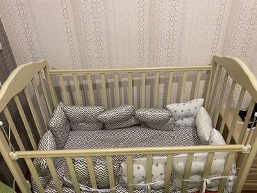 Односпальные кровати - Кыргызстан: Детская кроватка с бортиками в идеальном состоянии!Покупали за 17