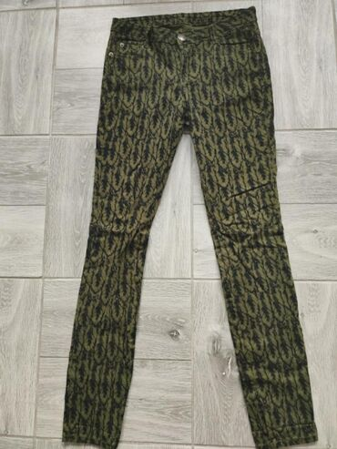 Odlicne moderne pantalone, plice. Stoje odlicno.Struk: 36-39cmDubina