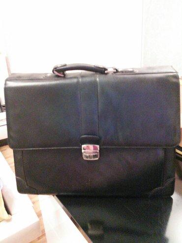 зажимы для денег в Азербайджан: Кожаный мужской портфель в отличном состоянии черный цвет,на ключ