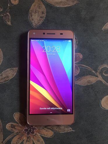 Mobilni telefoni - Crvenka: Huawei mobilni telefon. Uz telefon se dobija original USB punjač sa