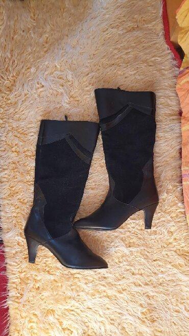 Ženska obuća | Bor: Duboke crne čizme, nenošene, bez oštećenja, kombinacija kože i velura