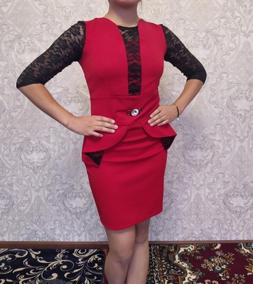 Женская одежда в Бактуу-Долоноту: Платье б/у 400сом. размер М