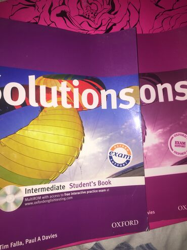 wexler book в Кыргызстан: 2 книги Solutions по англ-му, Work bookStudent's book