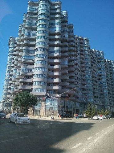 jako-papuqay-satilir - Azərbaycan: Mənzil satılır: 4 otaqlı, 300 kv. m