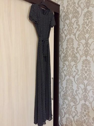 длинное шифоновое платье в Кыргызстан: Продаю длинное в пол шифоновое платье, в горох. Прекрасно сидит по
