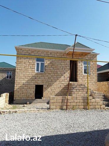 Bakı şəhərində Masazirin girisində   569 nomreli marşrut yolun ustunde. dayanacaqdan