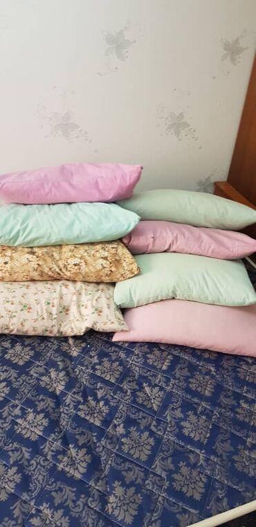 туркменское постельное белье в бишкеке в Кыргызстан: Продаются подушки в хорошем состоянии.  8 подушек   150 сом за каждую