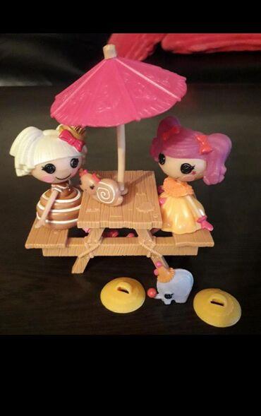 LALALOOPSY Dve drugarice za piknik stolom Sa pratecim elementima