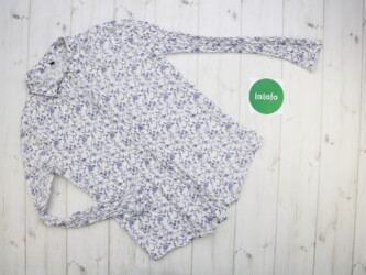 Жіноча сорочка з квітами Benetton    Довжина: 61 см Рукав: 61 см Напів