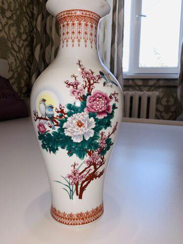 Антикварные вазы - Бишкек: Продаётся Декоративная Ваза с красивым принтом( состояние хорошее) о