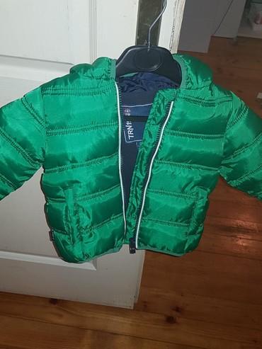 H-m-zelena-kosulja-sa-kristalnim-detaljbroj - Srbija: Zimska jakna za dečaka, nova. Veličina 1-2.Predivna zelena boja. Po