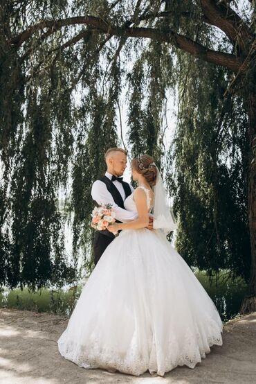 Свадебные платья - Токмак: Срочно продаю шикарное, милое свадебное платье. Размер 42-44Одевала