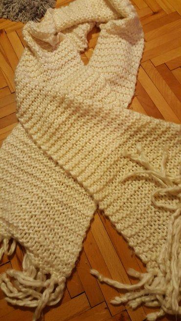 Duga prugasta haljina - Srbija: Beli šal dug, masivan, tezak