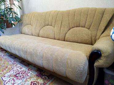 старенький диван в Кыргызстан: Гарнитур для гостинной в отличном состоянии Диван трехместный