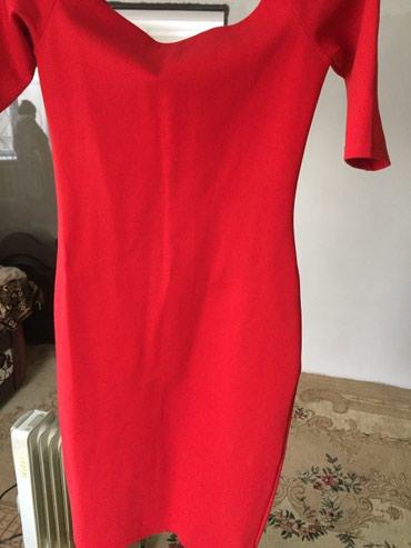 длинное красное платье с разрезом в Кыргызстан: Продаю платье красное . Длина до колен. Верх лодочка. Ткань плотная
