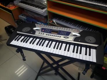 Sintizator 4 oktava yarim mikrafonlu piano dersine gedenler ucundur