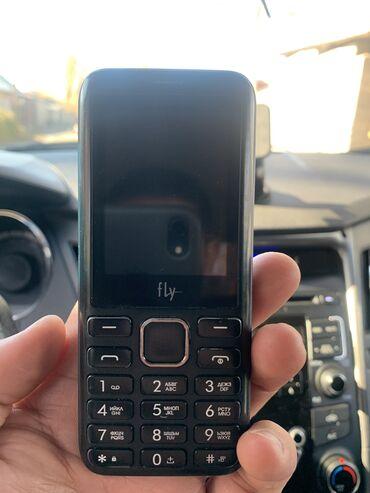 Fly - Кыргызстан: Простой телефон с экраном 2.4 дюйма и клавиатурой. Но есть у него