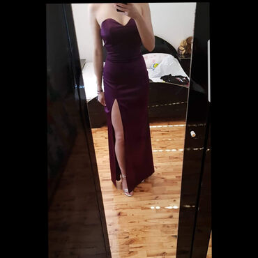 NOVA dugacka haljinaElegantna, uz telo, radjena po meri odgovara S i M