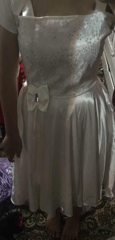 Белое атласовое платье, размер стандарт, с балерошкой в Сокулук