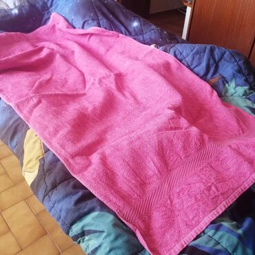 "Pink Bathroom towel. Used in good condition. Size 46"" x 28"""