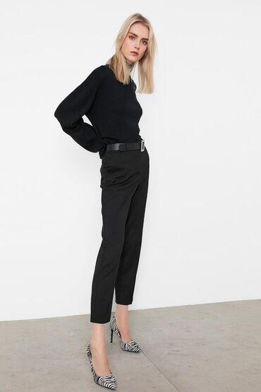 женские-брюки-черные в Кыргызстан: IpekyolКлассические женские брючкиПодойдут к любому верхуБренд: Турция
