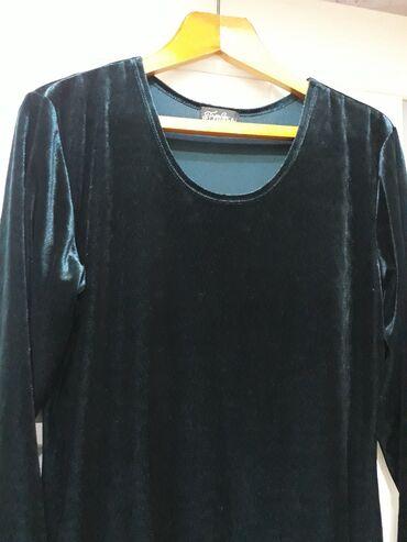 Платье велюровое стрейч. Цвет тёмный изумруд .сбоку разрез. Размер