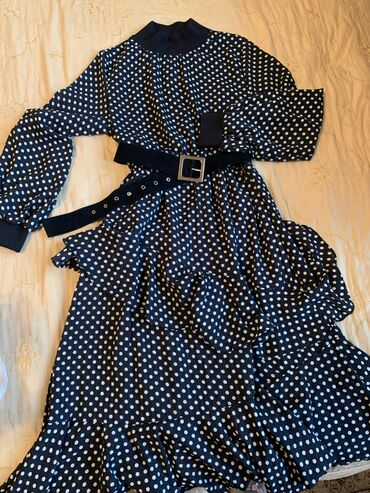 прямое платье красиво в Кыргызстан: Очень красивое нарядное платье в горошек,размер S
