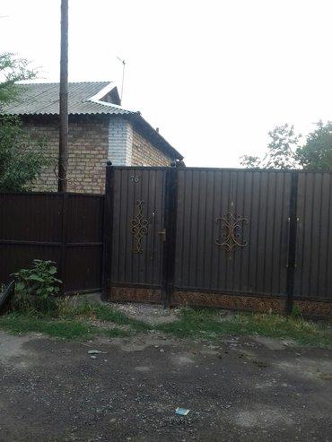 Недвижимость - Ала-Тоо: Продаю или меняю кирпичный дом.х/постройки. участок 7соток. душ и