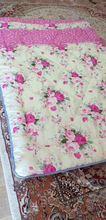 Одеяло новое, теплое, легкое, размер 210 на 150, 390 с, торг уместен