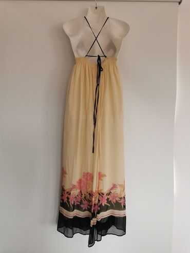 Dugacka haljina na bretele, vezuje se pozadiNosena par puta, dobro