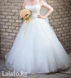свадебное платье футляр в Кыргызстан: Девчоночки, продаю свадебное платье!!!   Корсет платья украшен кристал