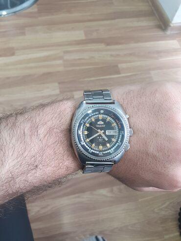 20-ci əsrin əvvəllərinin saatıdır.Almaniyada Berlindən alınıb. Qolda