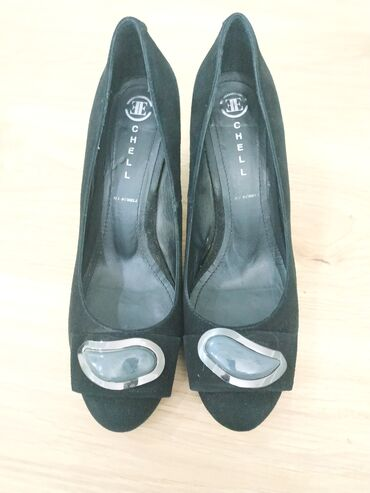 Замшевые туфли 39 размер. Одевала один раз. Качество отличное. Могу