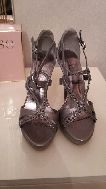 Продаю туфли, носила 1 раз размер 37 состояние хорошее