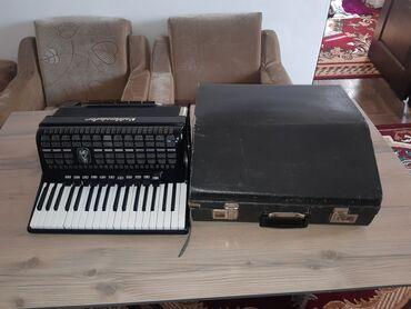 Музыкальные инструменты - Бишкек: Продам аккордеон Weltmeister meteor 7/8