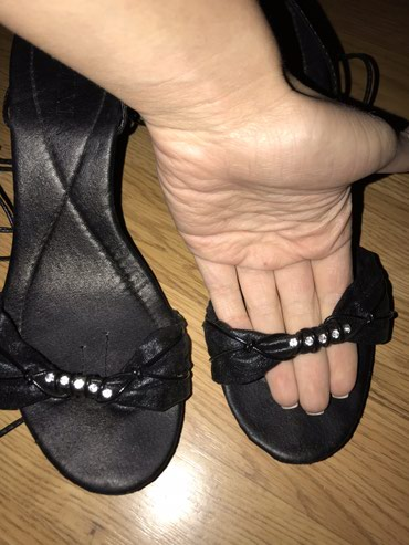 Sandale, vezuju se oko nogu. 39 broj. Jednom nosene. - Novi Sad