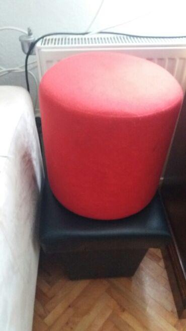 Crveni tabure dimenzije 33×33