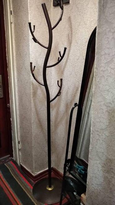 вешалка для одежды в Кыргызстан: Вешалка металлическая для одежды, напольная, разборная, крепкая!Почти